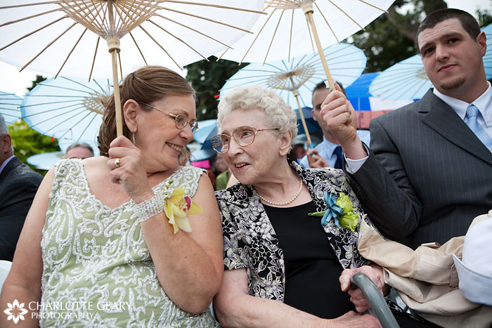 Mother and grandmother of the bride with parasols