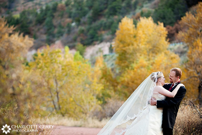 Garden of the Gods Club wedding by Charlotte Geary Photography